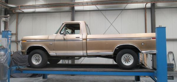 1.Ford F100 4x4  Anlieferung